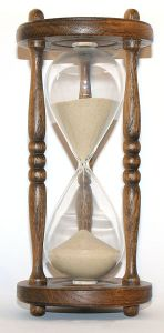 296px-wooden_hourglass_31